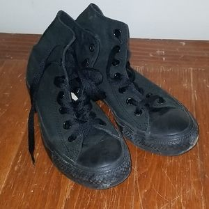 Black hitop Converse shoes size8